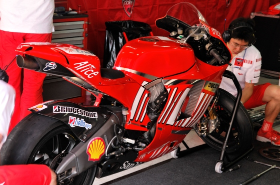 Ducati-2009-carbon-chassis-desmosedici (1)